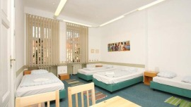 Hostel Karlsplatz Prag Praha - Dreibettzimmer mit gemeinsamen Bad, Fünfbettzimmer mit gemeinsamen Bad